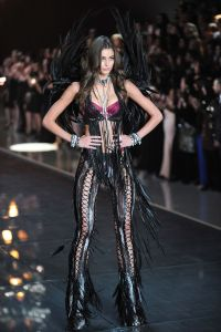 taylor-hill-at-victoria-s-secret-2015-fashion-show-in-new-york-11-10-2015_7