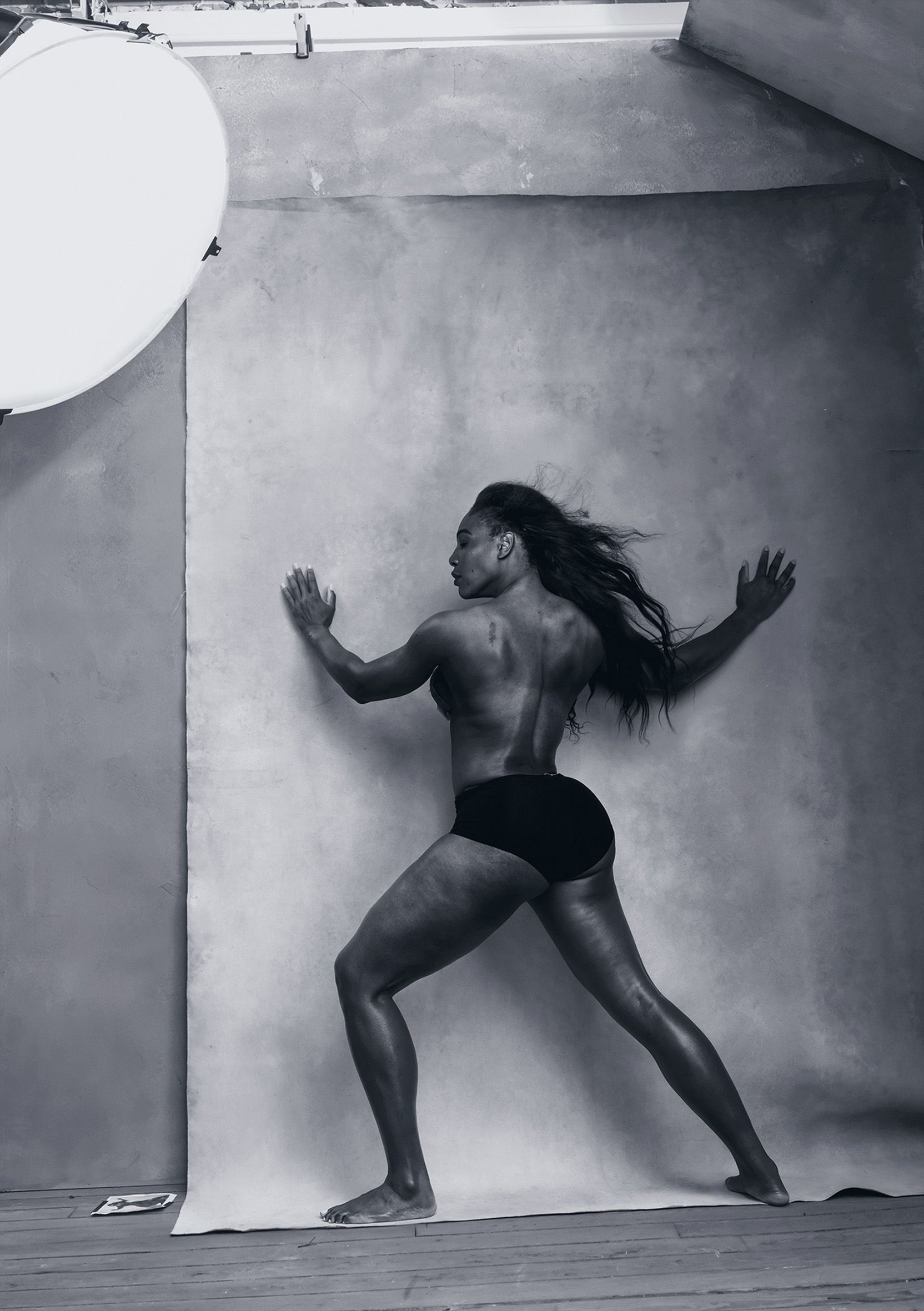 04-pirelli-calendar-2016-april-serena-williams