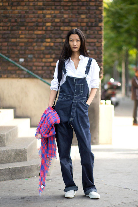 54bc23e8a7af4_-_hbz-overalls-1-pfw-ss2015-street-style-day5-43-lg