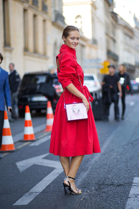 54bc24002bddf_-_hbz-red-3-pfw-ss2015-street-style-day3-12-lg
