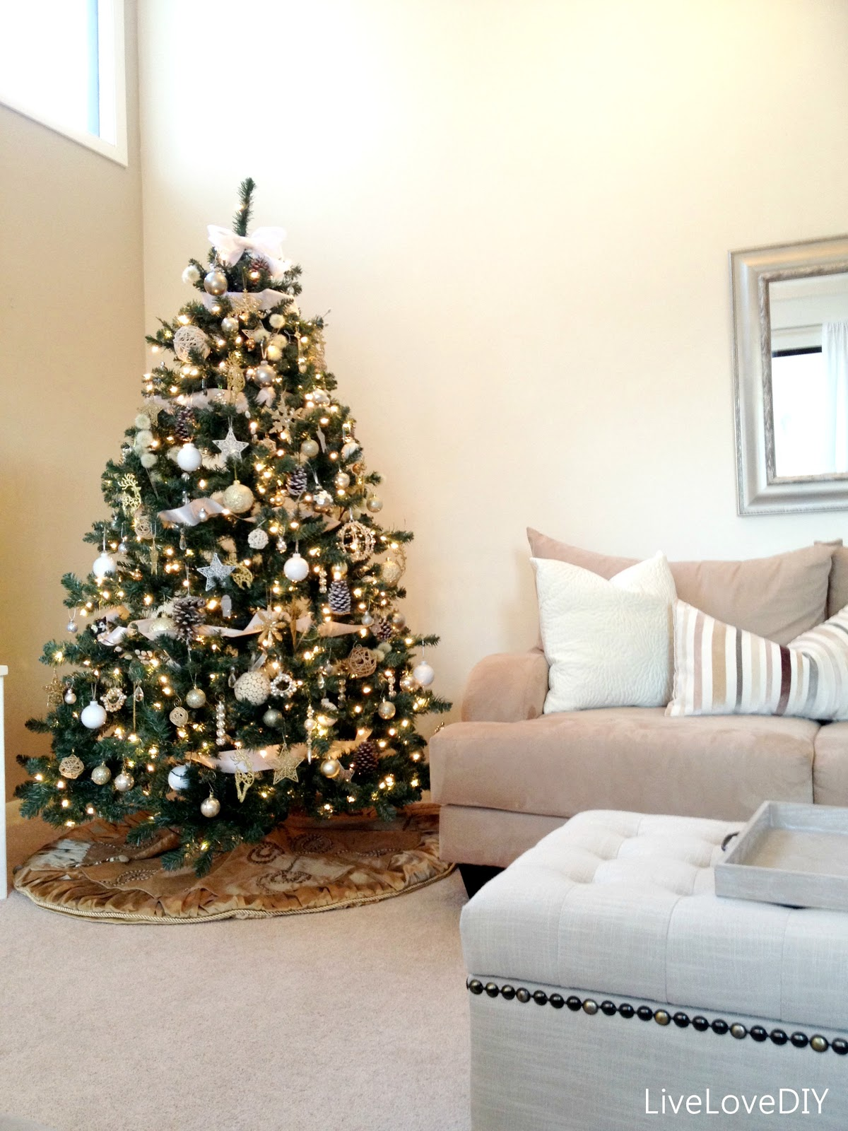interior-design-ideas-simple-easy-diy-christmas-tree-decoration-with-white-ornament-beautiful-christmas-tree-pictures-decoration-ideas