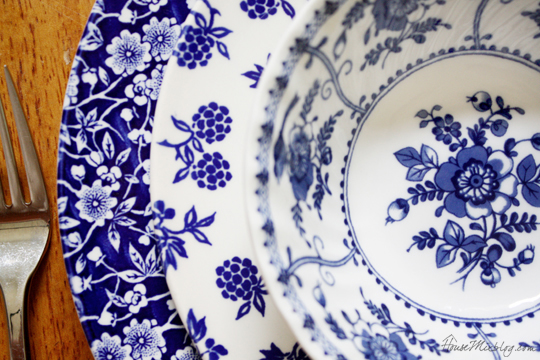 Mismatched-blue-and-white-dishes